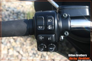 2014-harley-davidson-controls-left-1